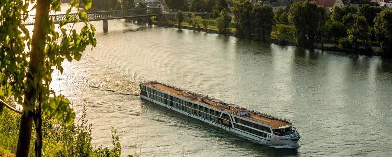 Amadeus Cruise ile Tuna Nehri Turu