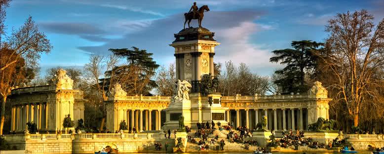 Retiro Parkı ve Kral XII. Alfonso Heykeli - Madrid