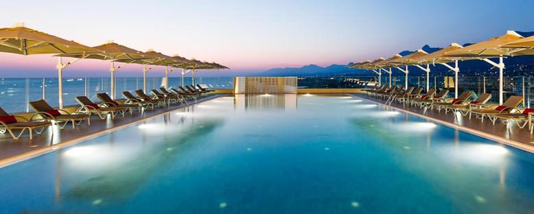 Havuz Başı - Lord's Palace Hotel