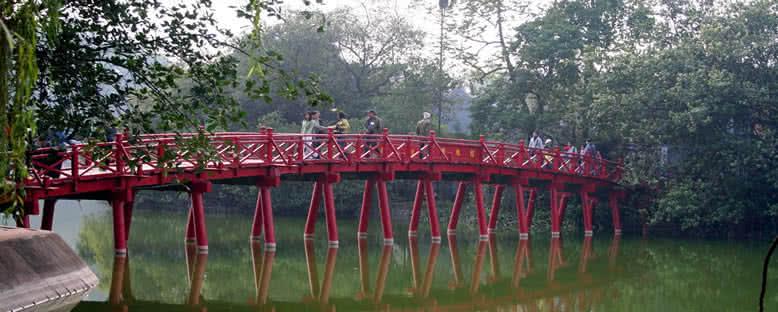 Hoan Kiem Gölü ve Köprüsü - Hanoi