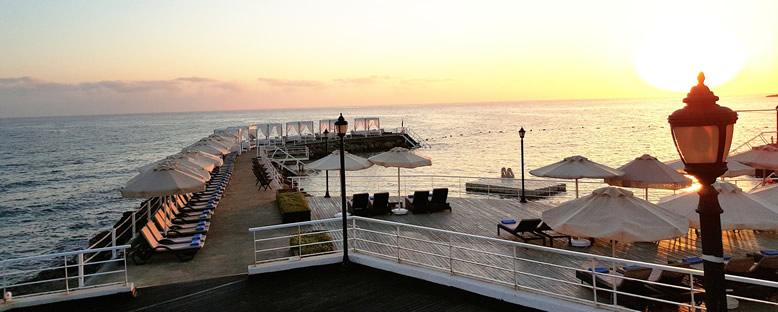 İskele ve Güneşlenme Alanları - Malpas Hotel