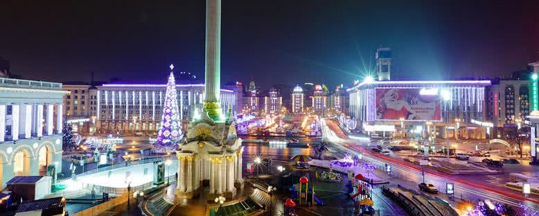 Noel Işıklarıyla Özgürlük Meydanı - Kiev