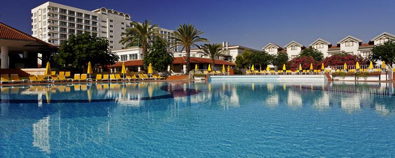 Otel ve Havuz Alanı - Salamis Bay Conti Hotel
