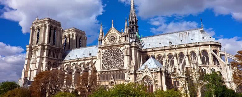 Notre Dame Katedrali ve Gül Penceresi - Paris