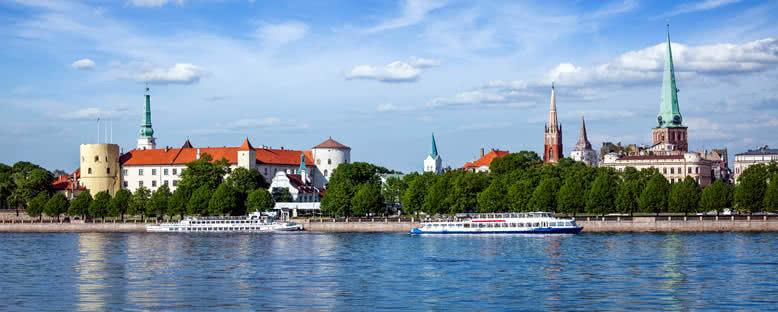 Riga Şatosu ve Daugava Nehri - Riga