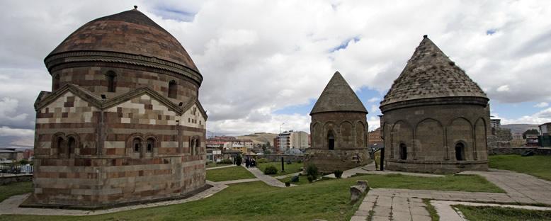 Üç Kümbetler - Erzurum